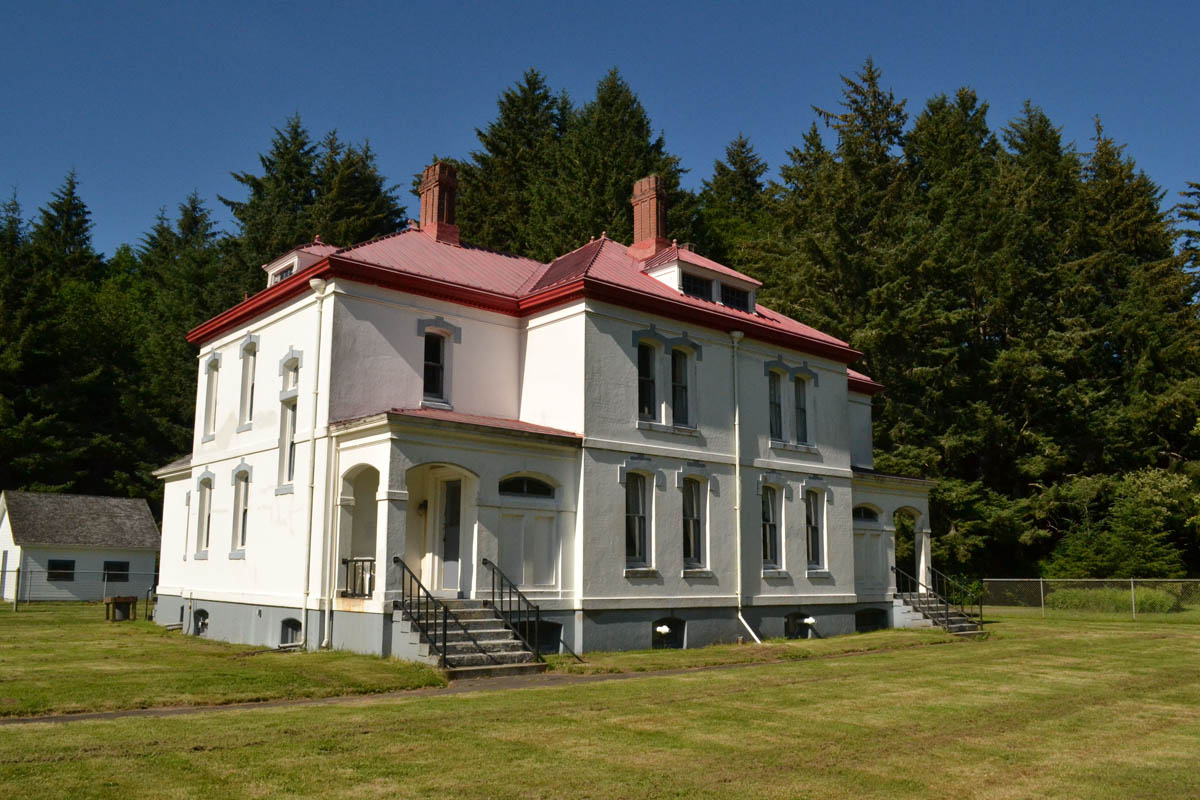 Light keeper's former residence is now a vacation rental.  I just need to find a few friends.  ;-)
