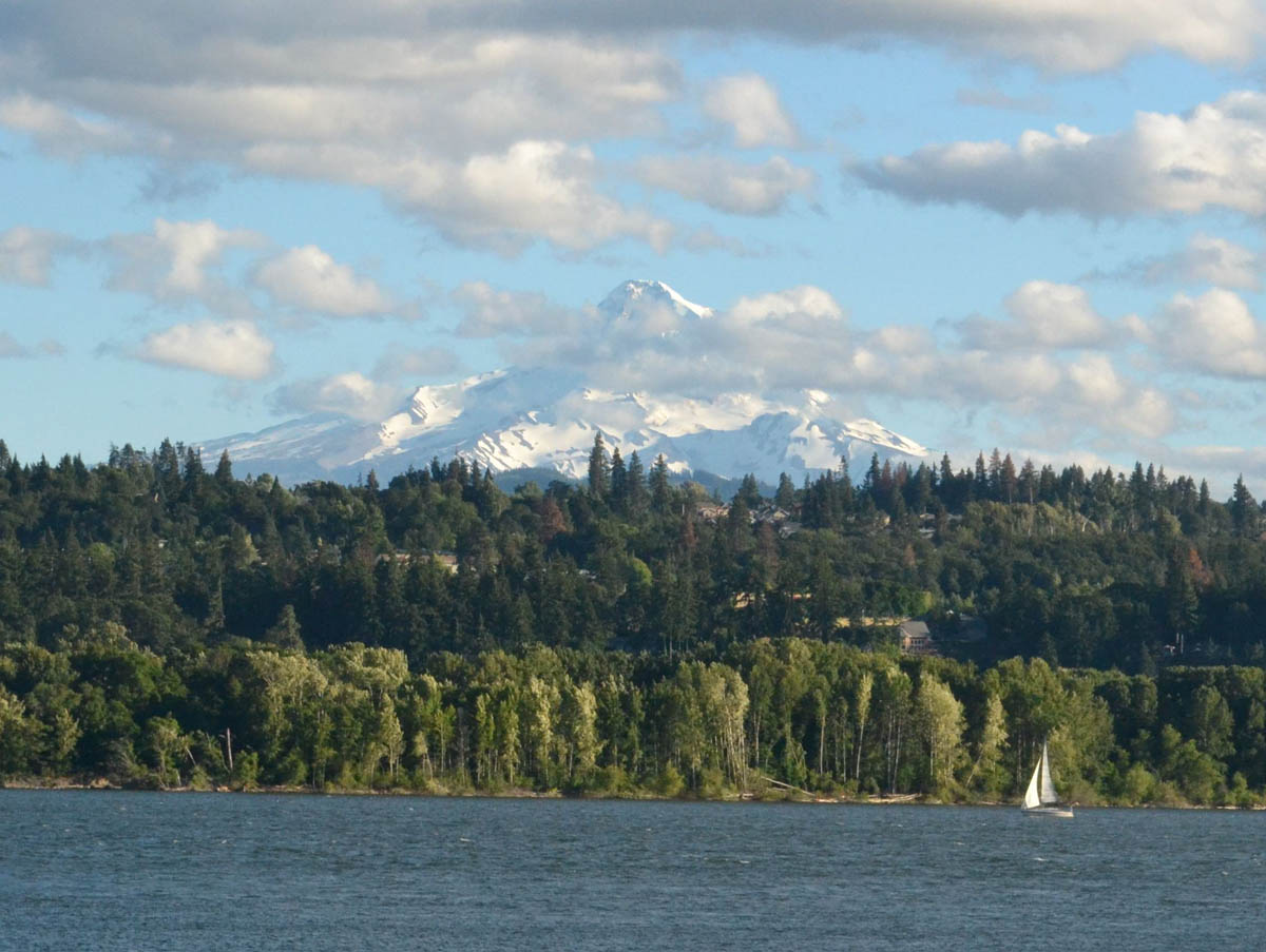 Magnificent Mount Hood across the river.  Aaahh, to be on that boat!