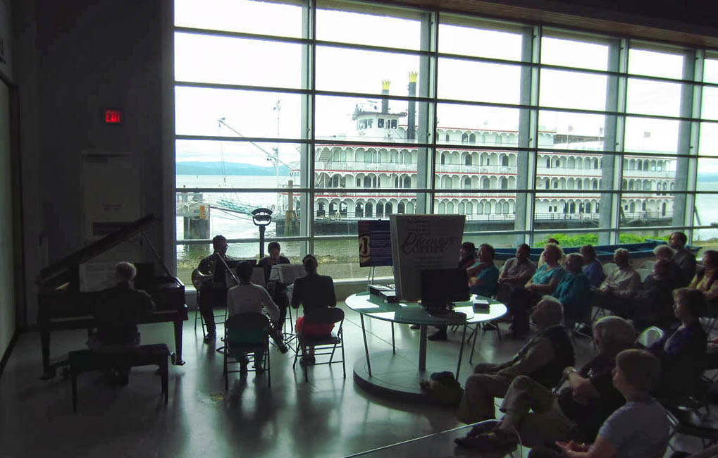 Visit to the Maritime Museum was accompanied by a nice live classical performance.