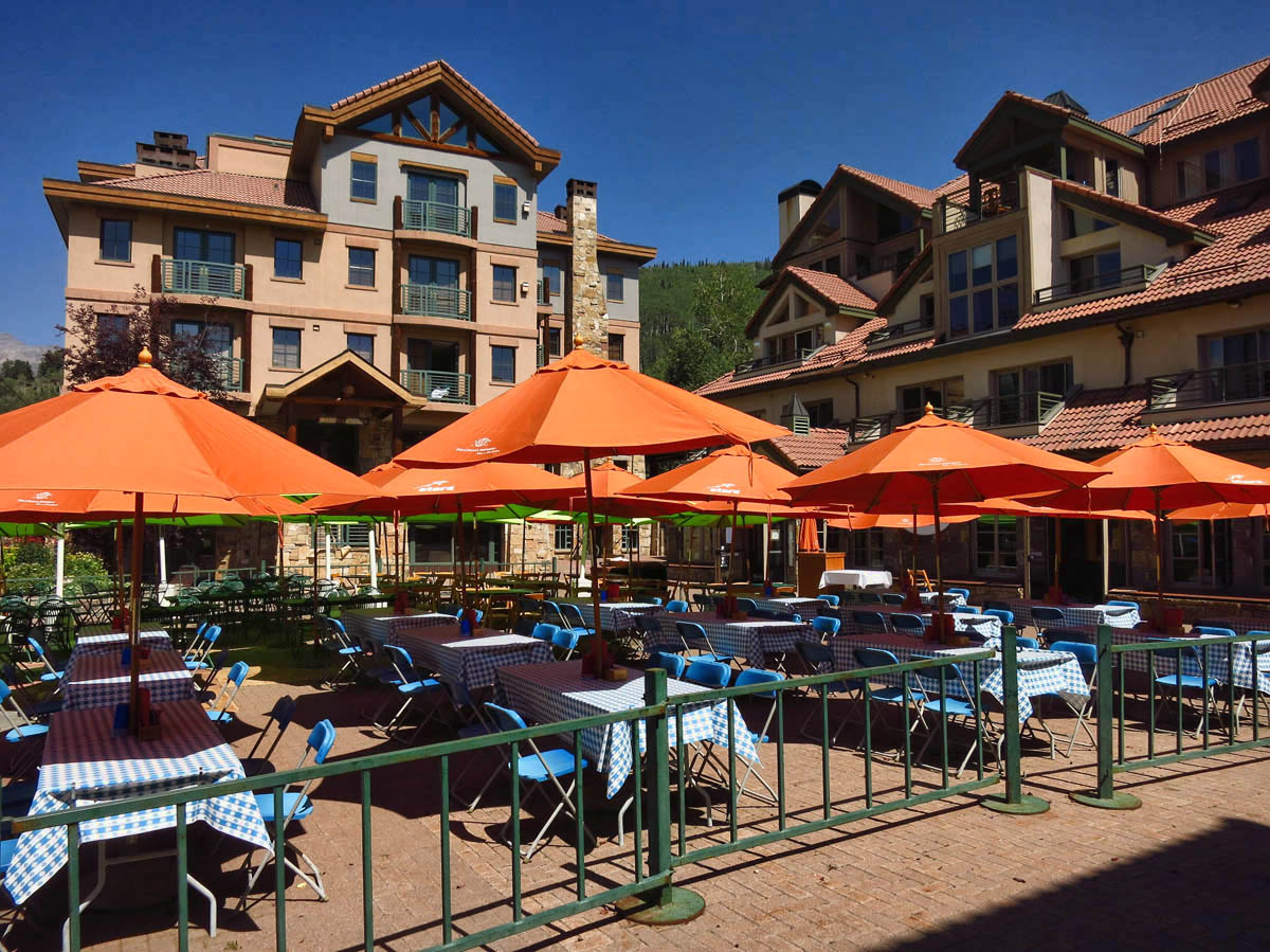 Lots of outdoor dining opportunities, this one right across from the sunset concert series.