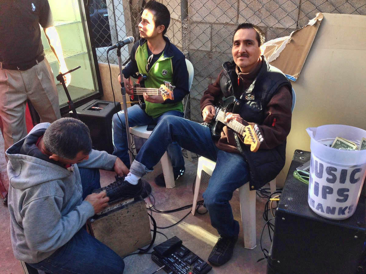 """These guys are singing my favorite Mexican song, """"Tu Carcel"""" while having a shoe shine. ;-)"""