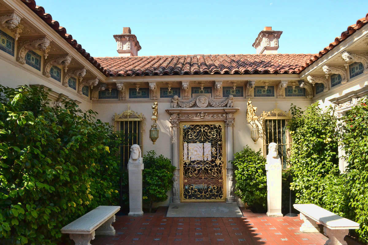 One of the three guest cottages, named Casa del Sol, Casa del Monte, and Casa del Mar.