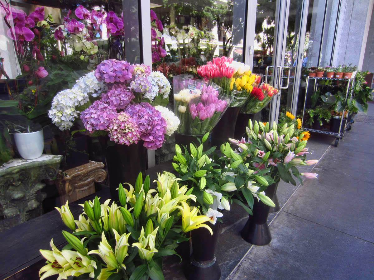 One of the things i loved about living in the city were the fresh flower stands everywhere.