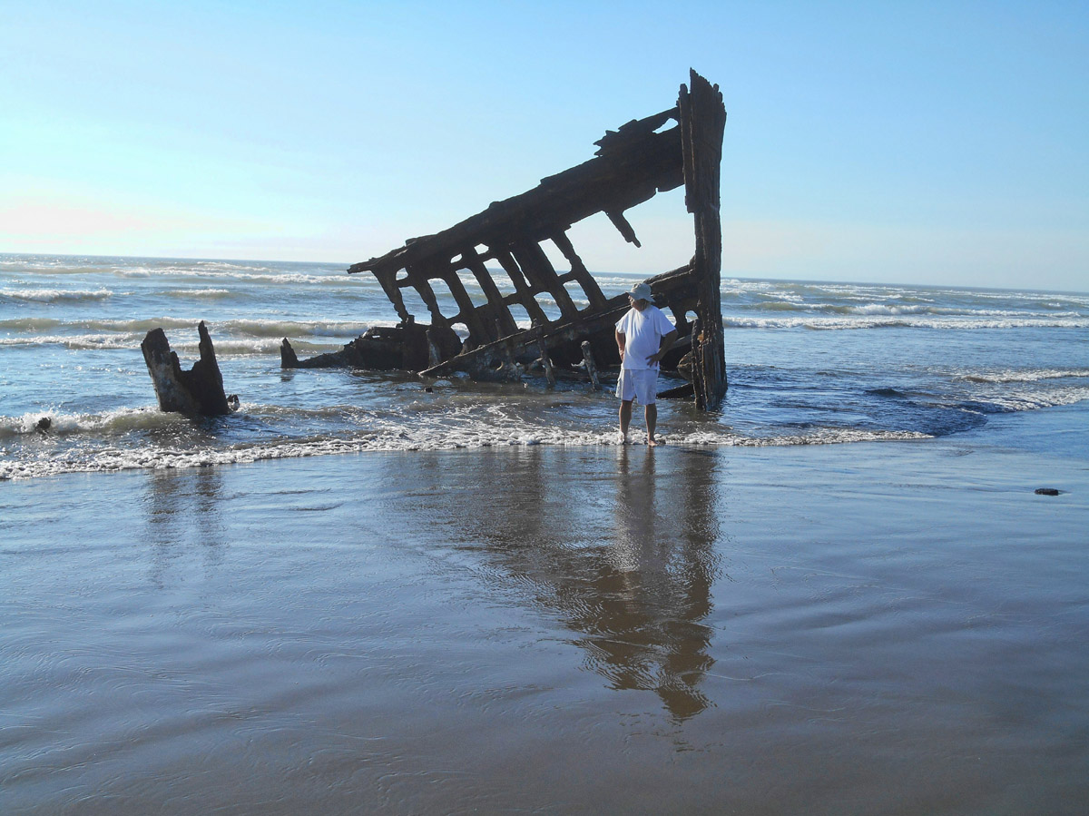 Shipwreck of the Peter Iredale, ran ashore in 1906 in route to the Columbia River.
