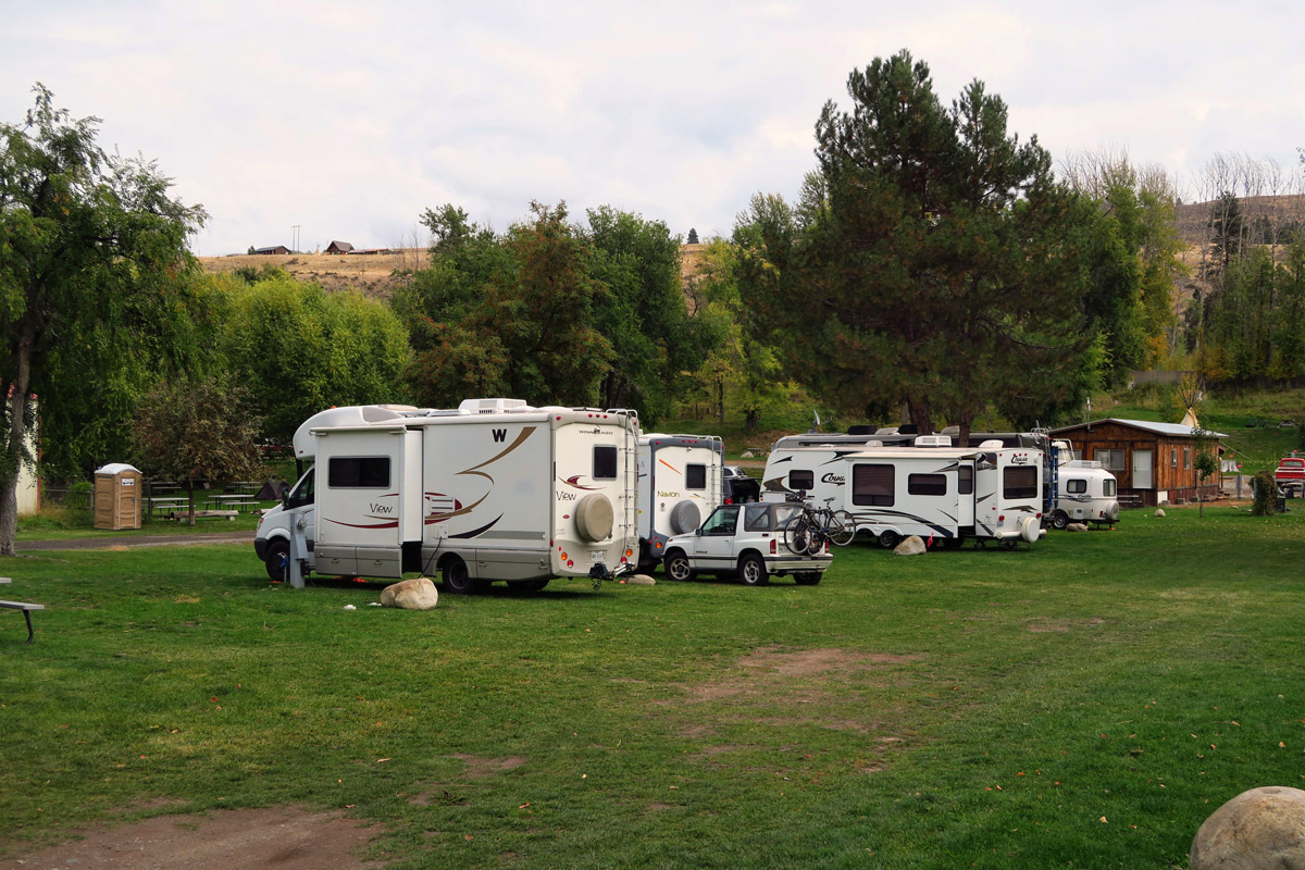 On my 2014 blog post, a reader asked why I didn't include any pictures of the RV Park....so here is a photo of the pull-thru sites.