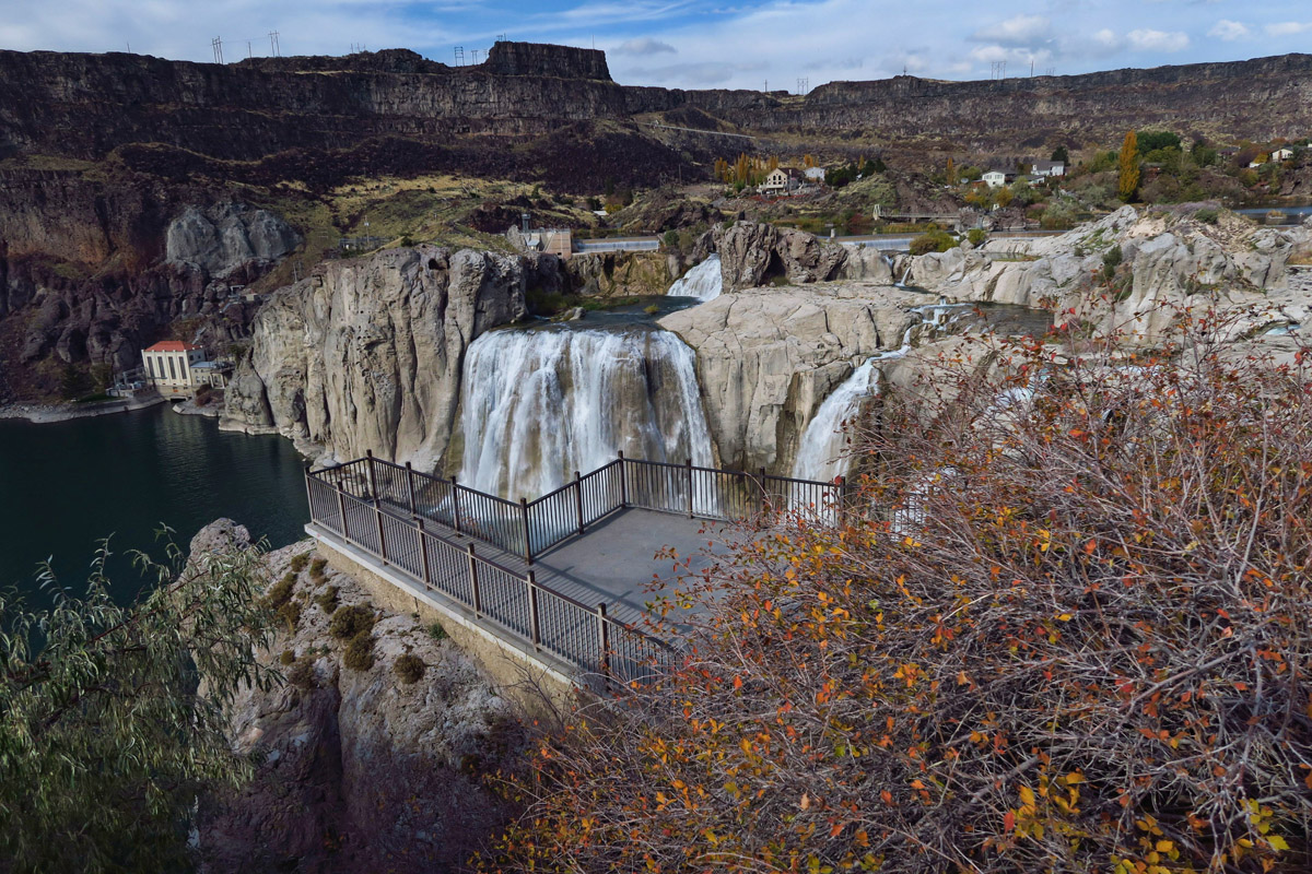 Shoshone Falls, impressive even in its low flow state.