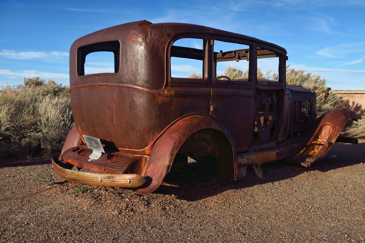 1932 Studebaker marks the alignment with the original Route 66.