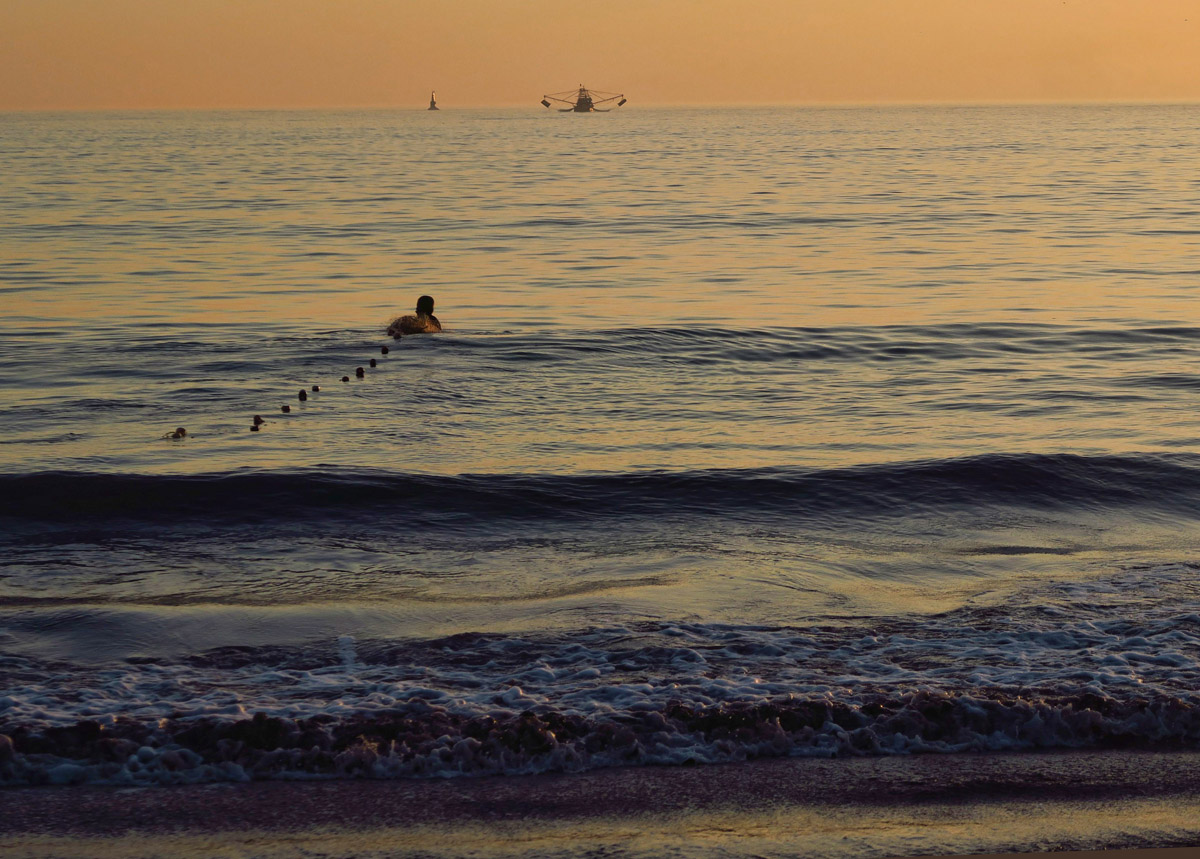 ...then swims the net out to sea.