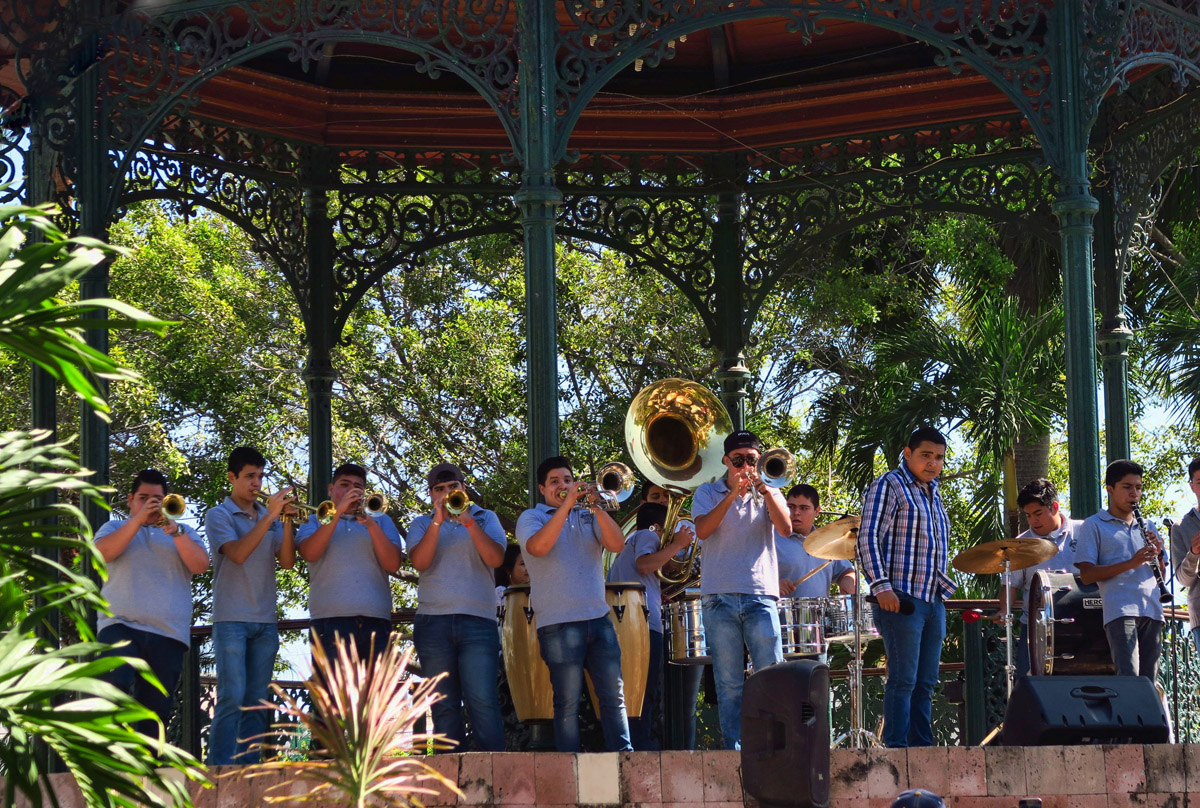 An afternoon concert in Plaza Republica