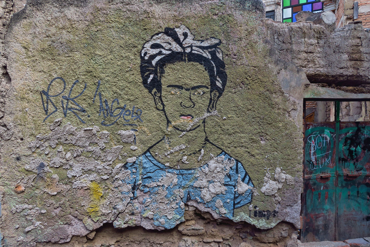 These are some scenes of my daily commute to school. I like this rendition of Frida.
