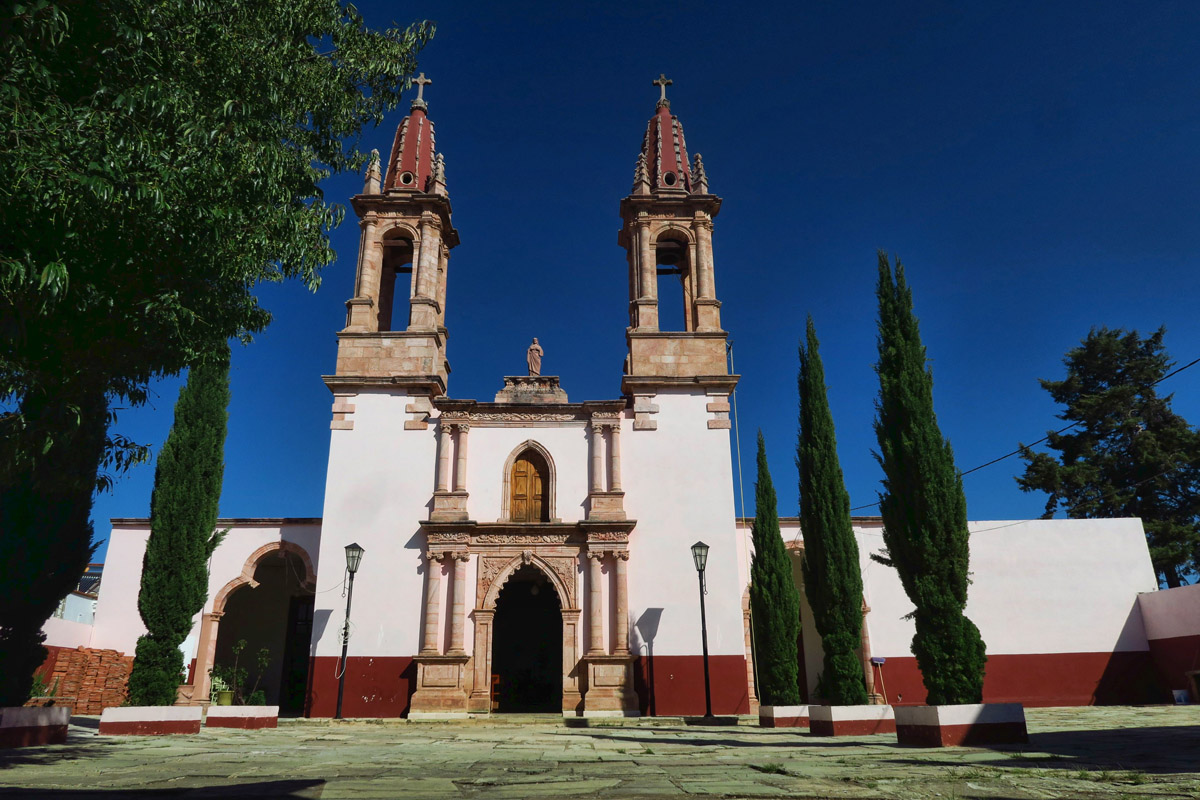 The little town of Santa Rosa only has about 1,000 inhabitants. Like most Mexican towns, Church marks the center of town.