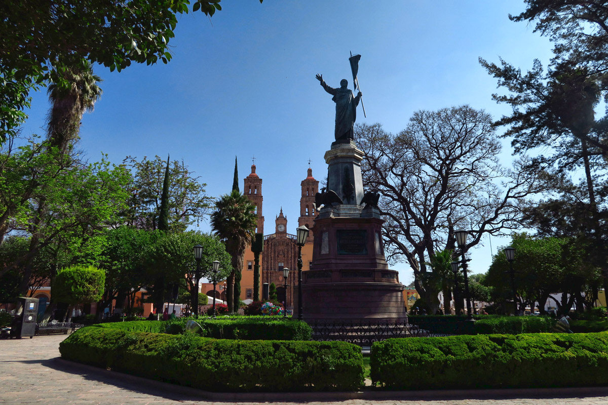 Parroquia opens up to the main Jardin de Grand Independencia, centered around bronze statue of Father Miguel Hidalgo