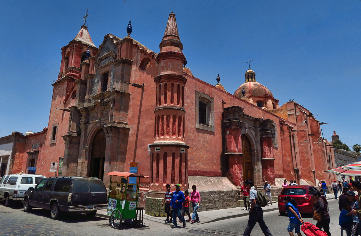 Dolores Hidalgo has many large churches.