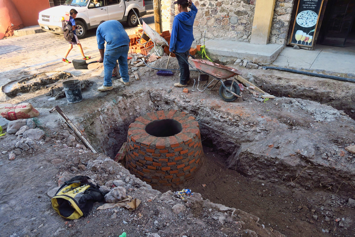 If you were ever curious what's beneath a Mexican manhole...