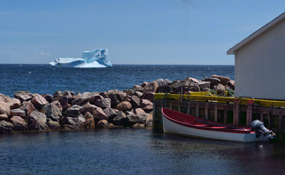 I stop at the little village of Capstan Island to get a better look at the icebergs just offshore.