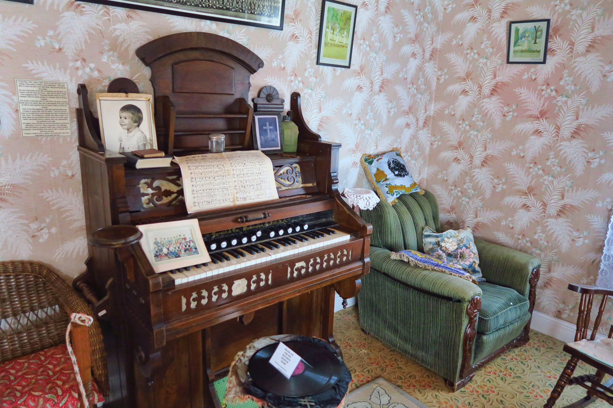 The house was donated by the family in 1997, complete with all original furnishings.