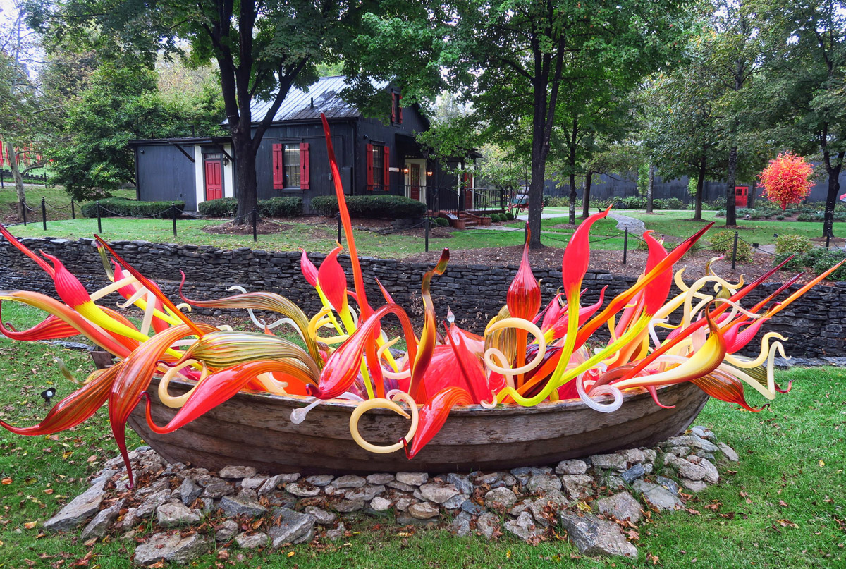 Chihuly blown glass pieces are placed throughout the grounds.