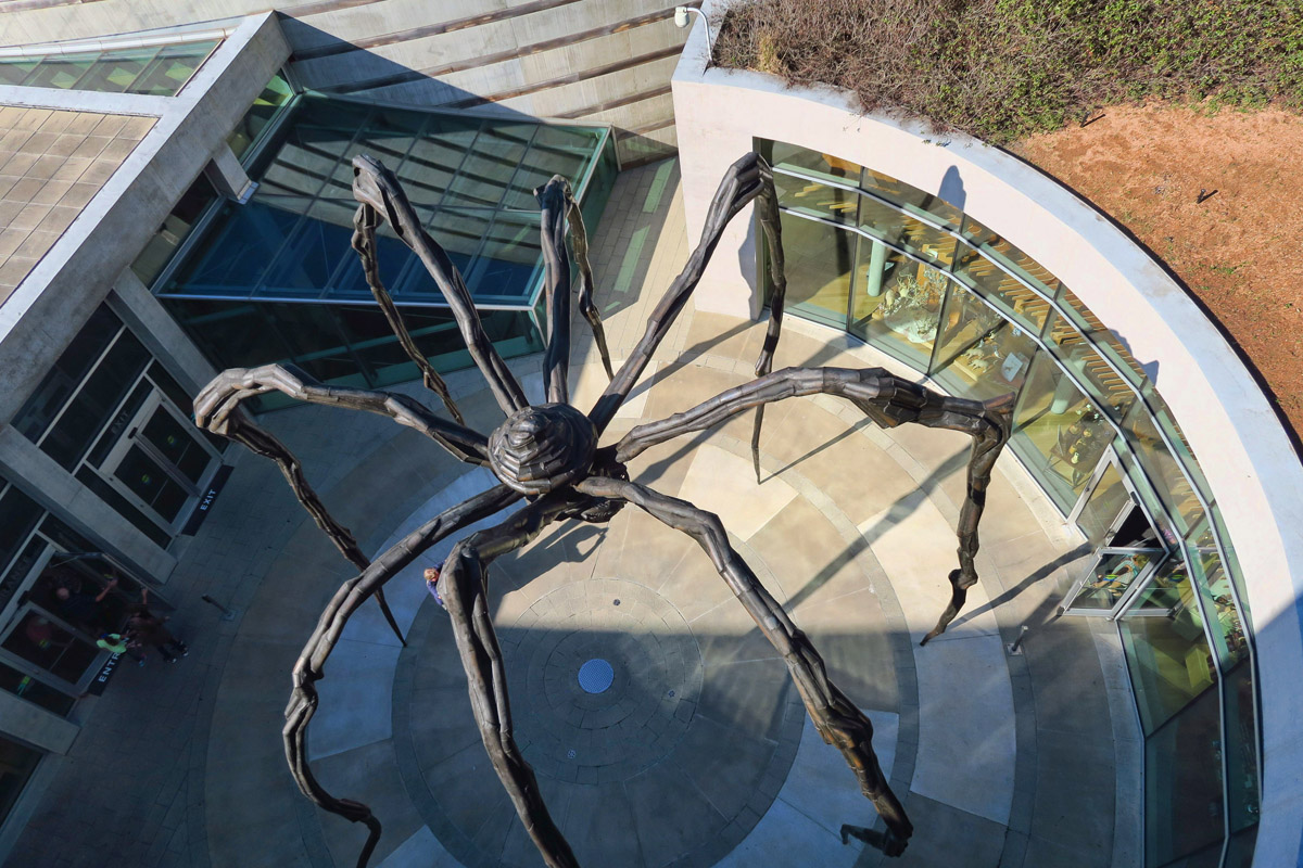 "Louise Bourgeois ""Maman,"" 1999 Bronze, stainless steel, and marble. (The marble is beneath the spider's body in the form of ""eggs."")"