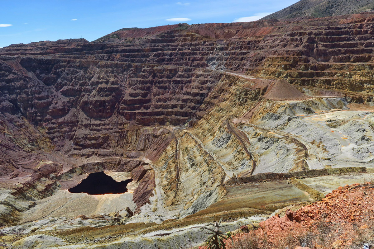 Looking down into Lavender Pit Mine. The pit is 4,000 ft wide, 5,000 ft long, and 850 ft deep, Open pit mining started in 1917, ended in 1974.